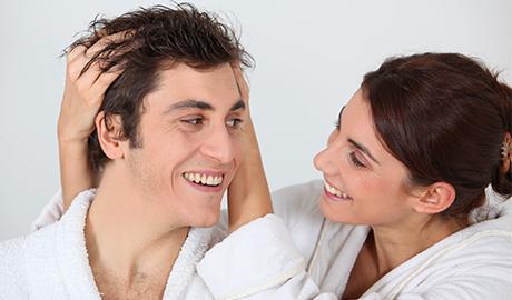 入浴後の男女